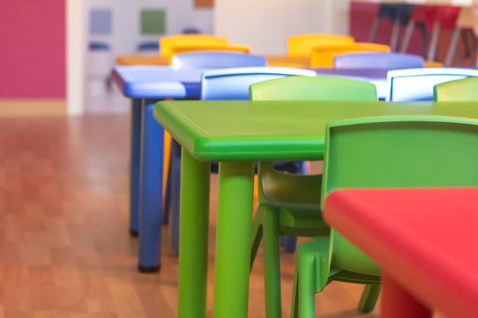 Mesas y sillas infantiles de plastico para guarderias